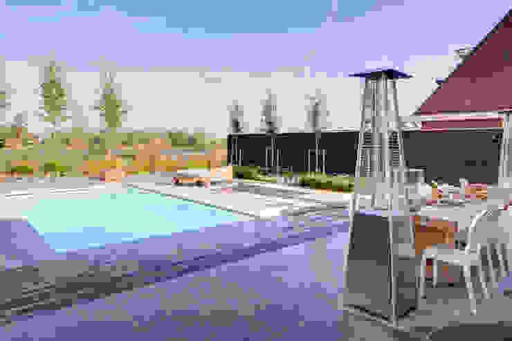 Waterstijl realiseert Starline polyester zwembad te Alblasserdam van Waterstijl Luxe Zwembaden