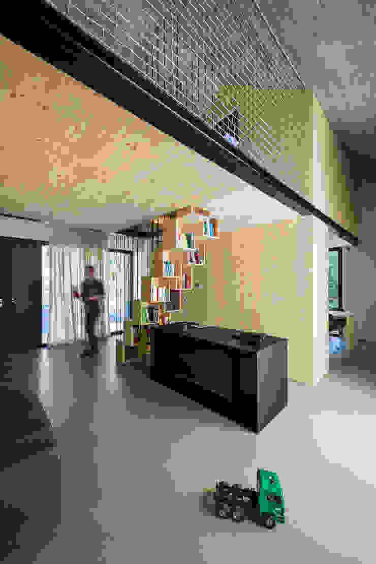 Compact Karst House Modern living room by dekleva gregorič arhitekti Modern