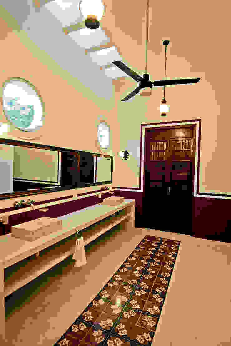 Salle de bain coloniale par Arturo Campos Arquitectos Colonial