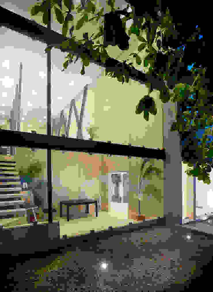por Arturo Campos Arquitectos Moderno