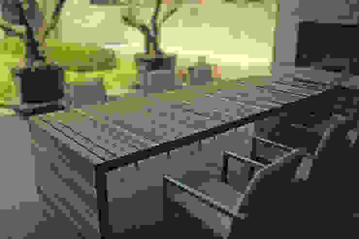 Table Balken private residence: modern  door VanJoost, Modern