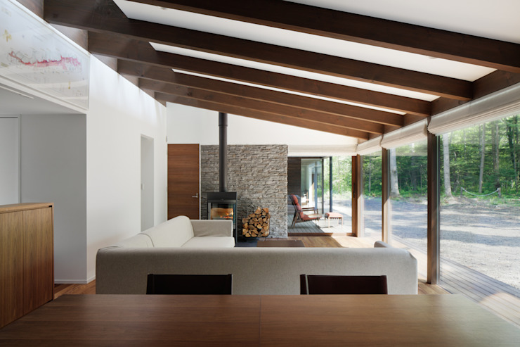 リビング~025軽井沢Sさんの家 クラシックデザインの リビング の atelier137 ARCHITECTURAL DESIGN OFFICE クラシック 木 木目調