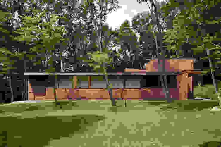 Casas clásicas de atelier137 ARCHITECTURAL DESIGN OFFICE Clásico Ladrillos