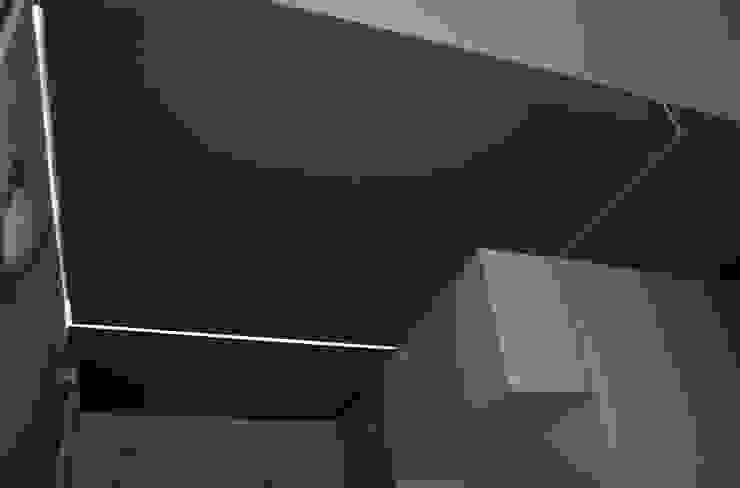Casa LC Ingresso, Corridoio & Scale in stile moderno di EStudio Architettura Moderno
