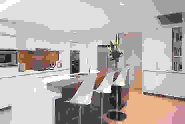 Karrinyup 4 Kitchen Modern kitchen by Natasha Fowler Design Solutions Modern