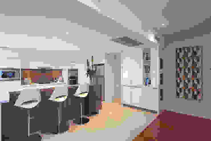Karrinyup 6 Kitchen Modern kitchen by Natasha Fowler Design Solutions Modern