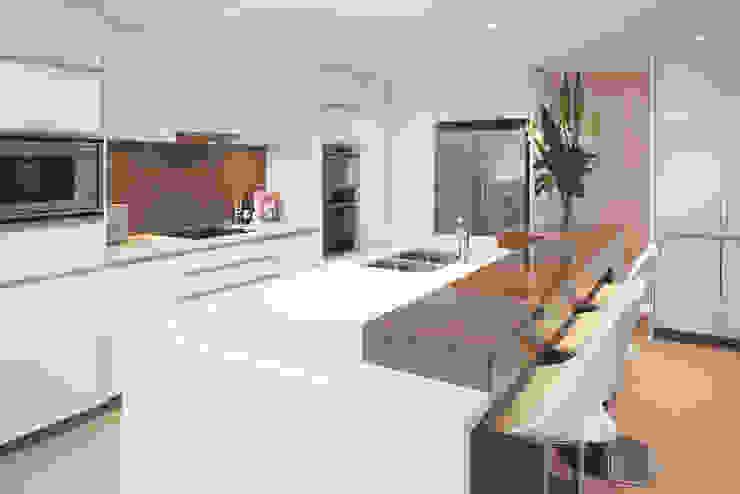 Karrinyup 5 Kitchen Modern kitchen by Natasha Fowler Design Solutions Modern
