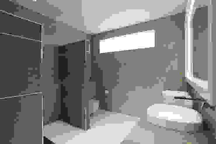 Karrinyup 7 Bathroom (Ensuite) Modern bathroom by Natasha Fowler Design Solutions Modern