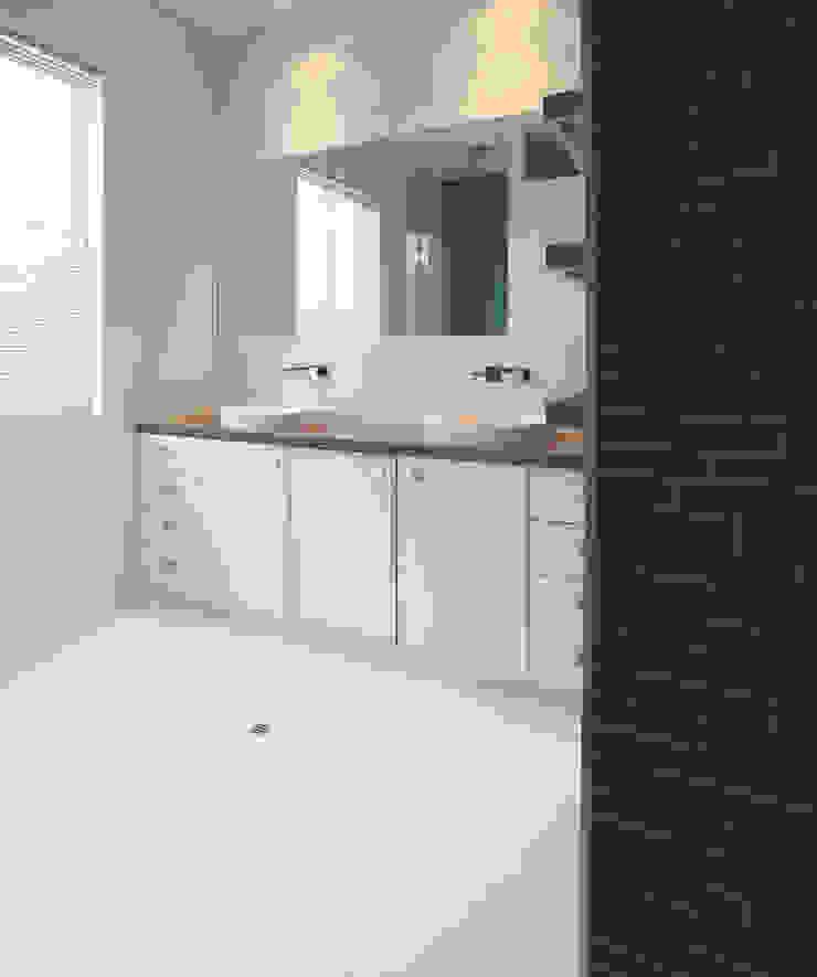 Karrinyup 9 Bathroom Modern bathroom by Natasha Fowler Design Solutions Modern