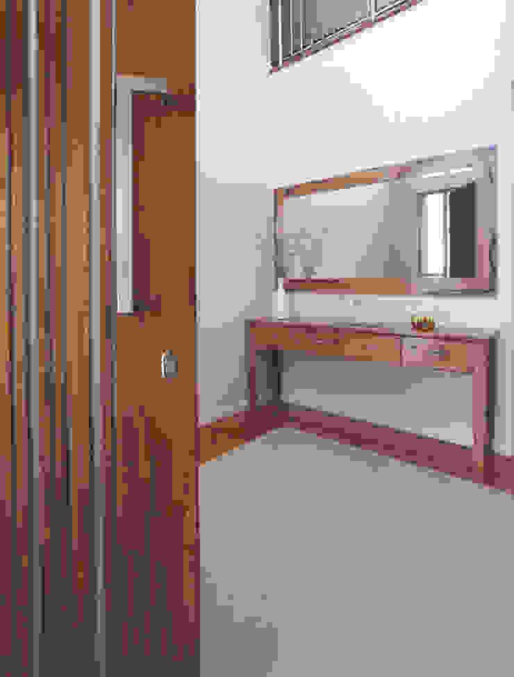 Karrinyup 10 Entry Modern corridor, hallway & stairs by Natasha Fowler Design Solutions Modern