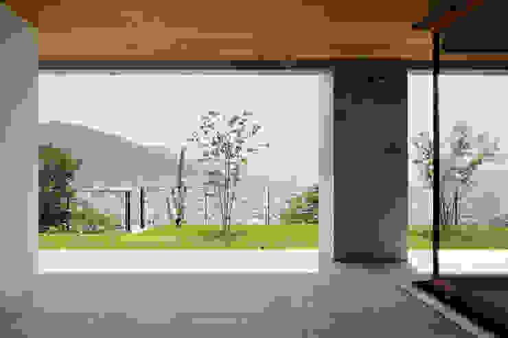 テラス~甲府 I さんの家 モダンデザインの テラス の atelier137 ARCHITECTURAL DESIGN OFFICE モダン タイル