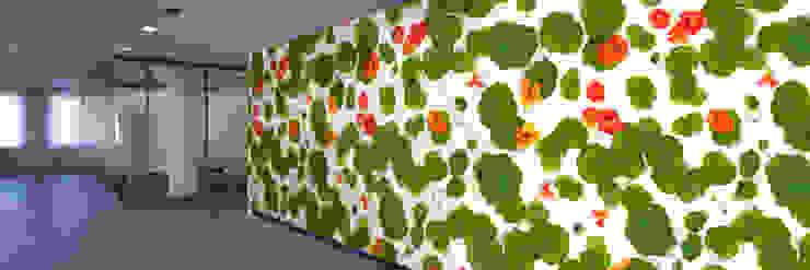Muurbloem Design Studio_Collection Flowers + Leaves_Nasturtium: modern  door Muurbloem Design Studio, Modern
