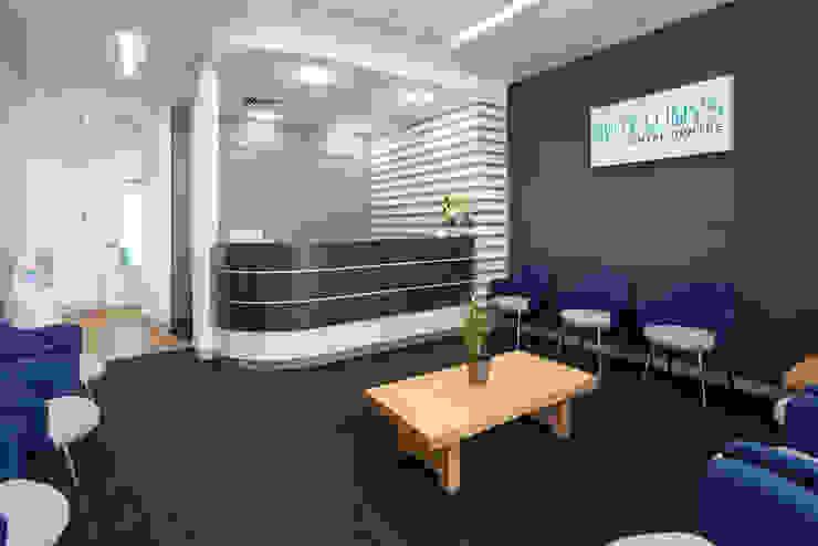 Gateways 2 Reception / Waiting Modern clinics by Natasha Fowler Design Solutions Modern