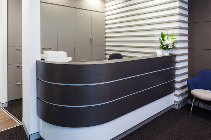 Gateways 4 Reception من Natasha Fowler Design Solutions حداثي