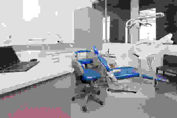 Gateways 8 Surgery 2 Modern clinics by Natasha Fowler Design Solutions Modern