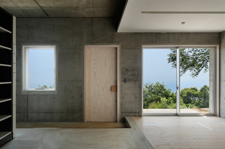 玄関~熱海伊豆山Yさんの家 モダンスタイルの 玄関&廊下&階段 の atelier137 ARCHITECTURAL DESIGN OFFICE モダン コンクリート
