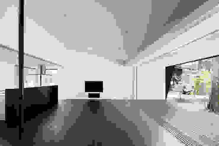 リビングダイニング~軽井沢Cさんの家 ミニマルデザインの ダイニング の atelier137 ARCHITECTURAL DESIGN OFFICE ミニマル
