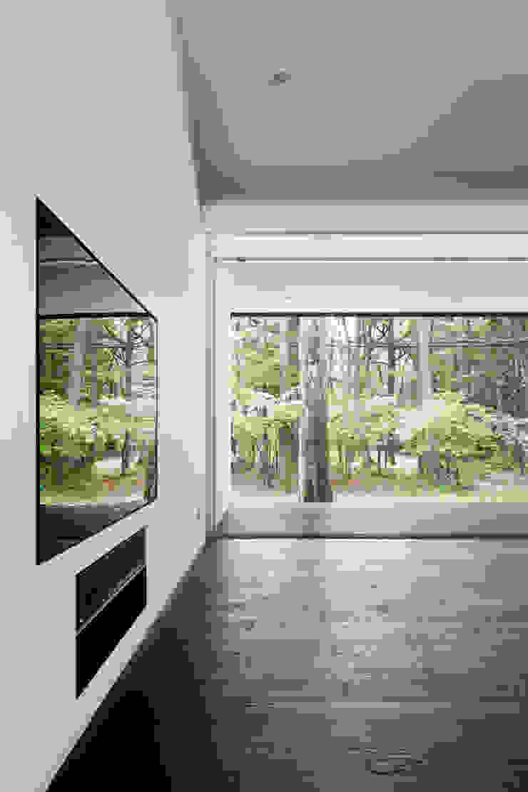 リビング~軽井沢Cさんの家 ミニマルデザインの リビング の atelier137 ARCHITECTURAL DESIGN OFFICE ミニマル