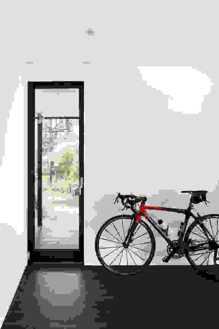 寝室~軽井沢Cさんの家 モダンな 窓&ドア の atelier137 ARCHITECTURAL DESIGN OFFICE モダン