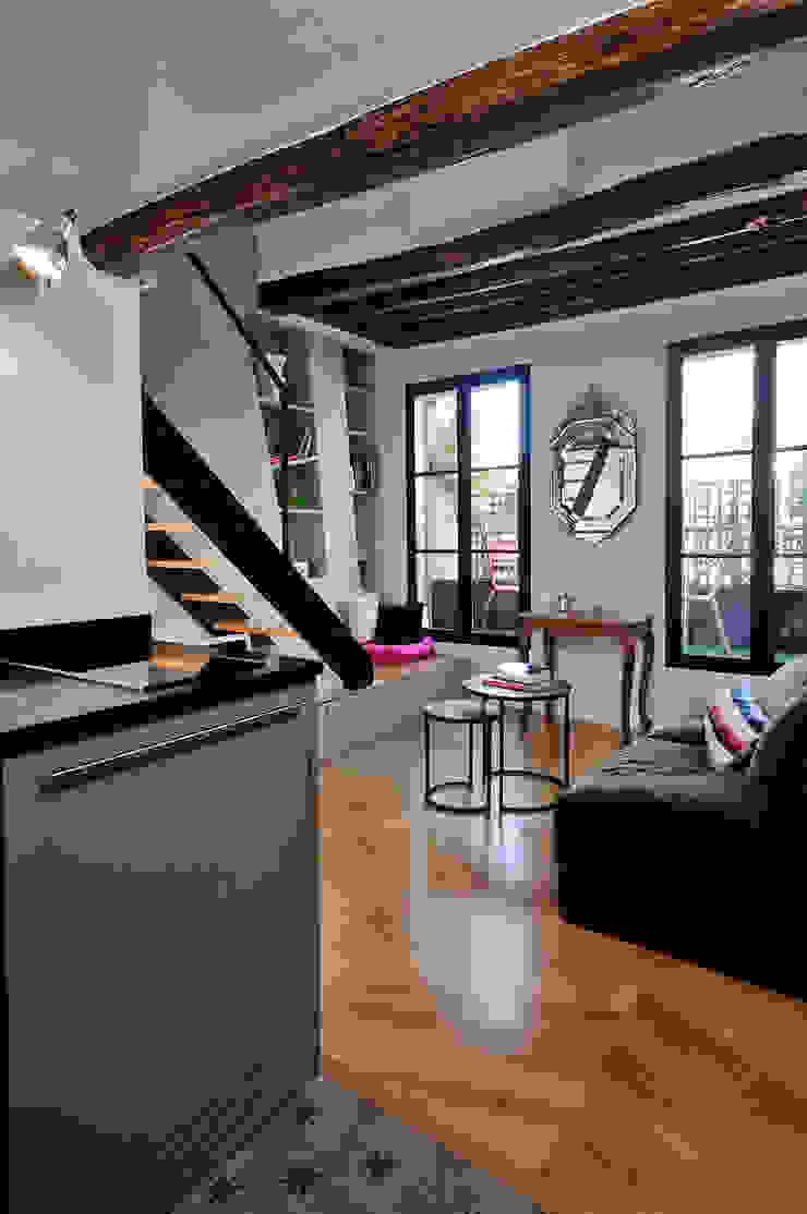 Salon - vue sur terrasse Salon moderne par Marion Rocher Moderne