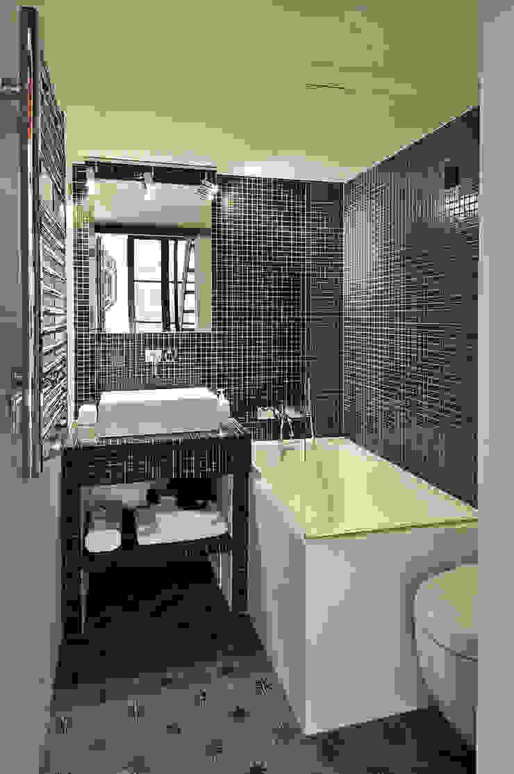 Modern bathroom by Marion Rocher Modern