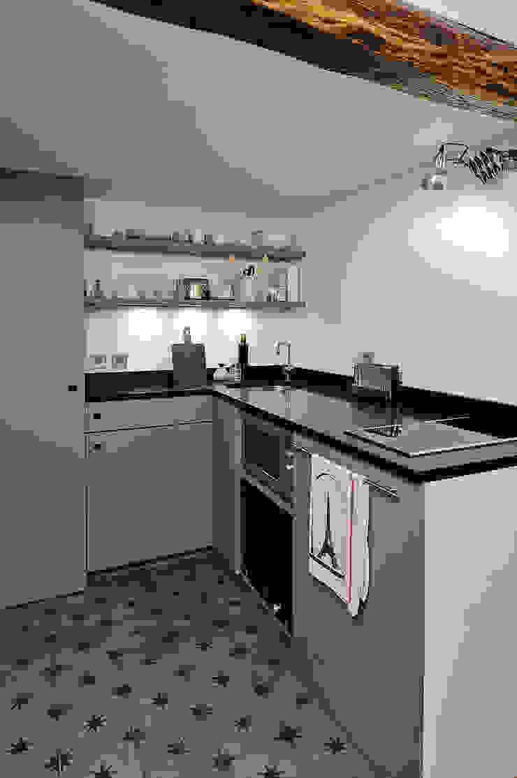 Modern kitchen by Marion Rocher Modern