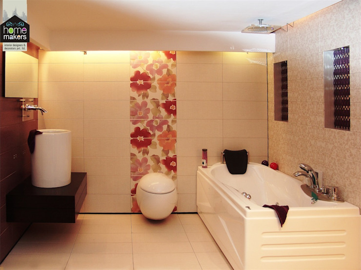 ​Pretty Washroom:  Bathroom by home makers interior designers & decorators pvt. ltd.