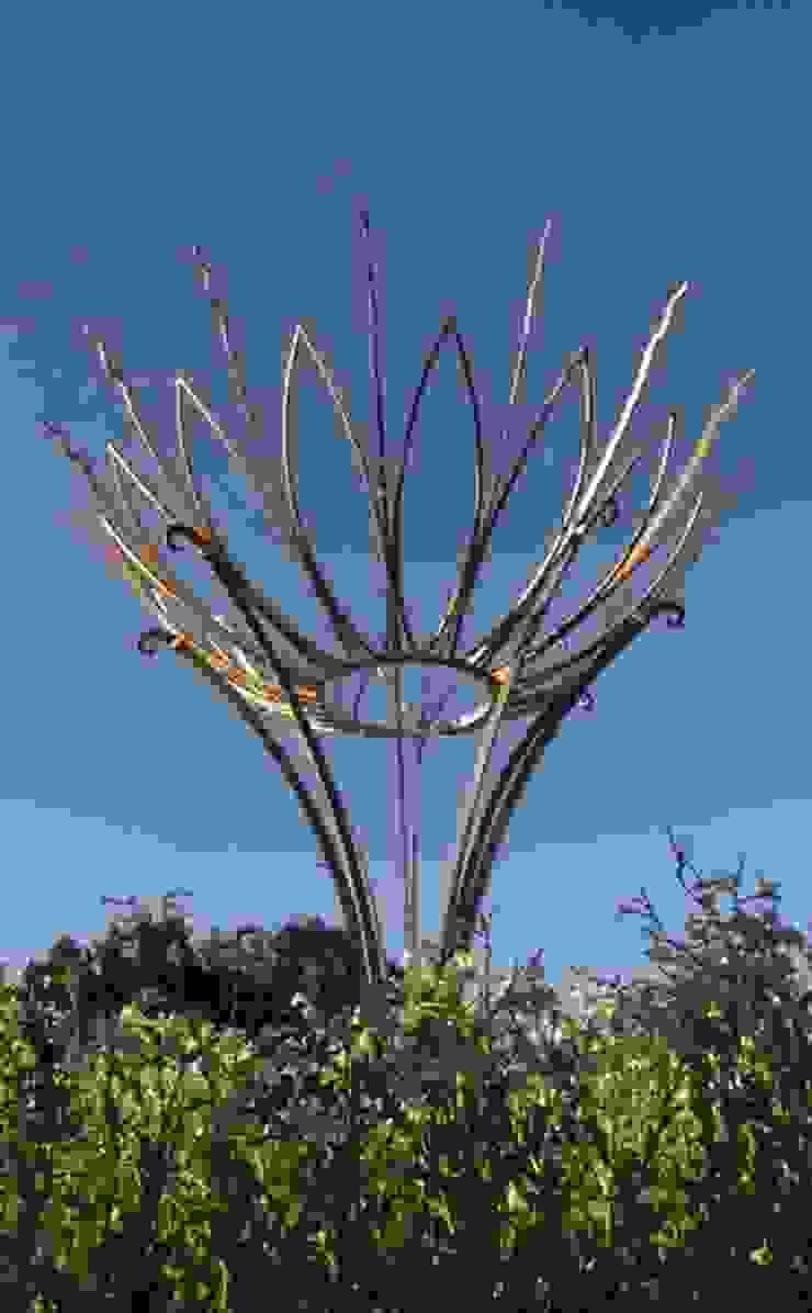 The Sun Flower Sculpture, Bathwick Hill, Bath, England: modern  by Ironart Ltd, Modern