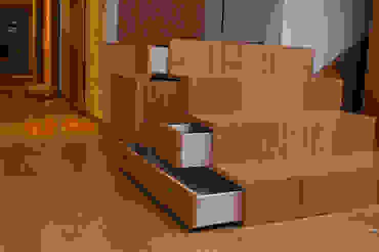 Escalier Couloir, entrée, escaliers modernes par Ulrik Nolland Moderne