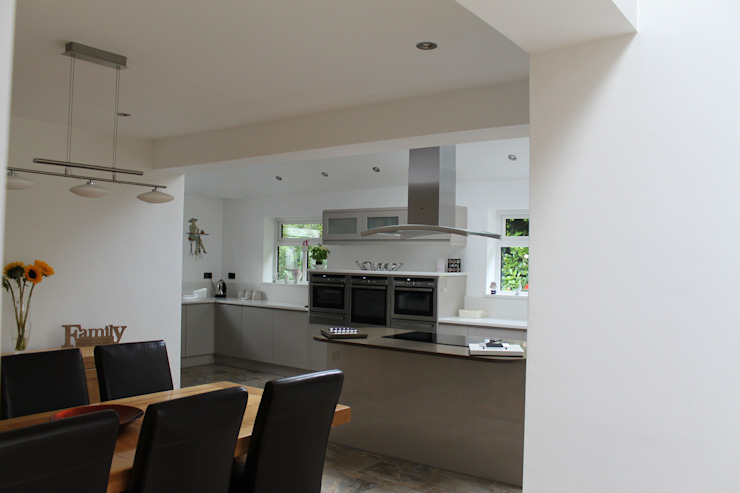 Extensions and alterations to form living / dining / kitchen area by WHITTAKER DESIGN