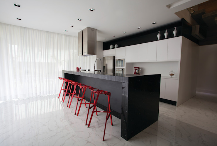 Kitchen by ZAAV Arquitetura, Minimalist
