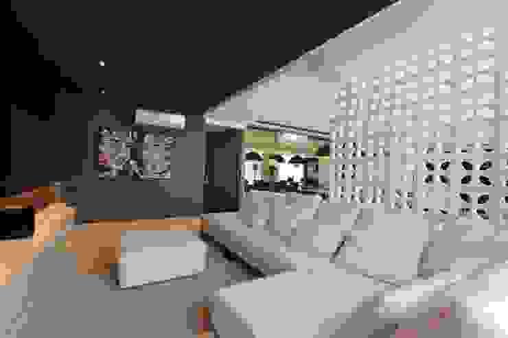 ZAAV-Apartamento-Interiores-1322 ZAAV Arquitetura Salas multimídia minimalistas