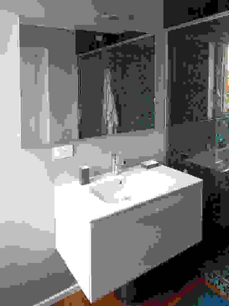 Particolare bagno padronale Bagno moderno di gk architetti (Carlo Andrea Gorelli+Keiko Kondo) Moderno