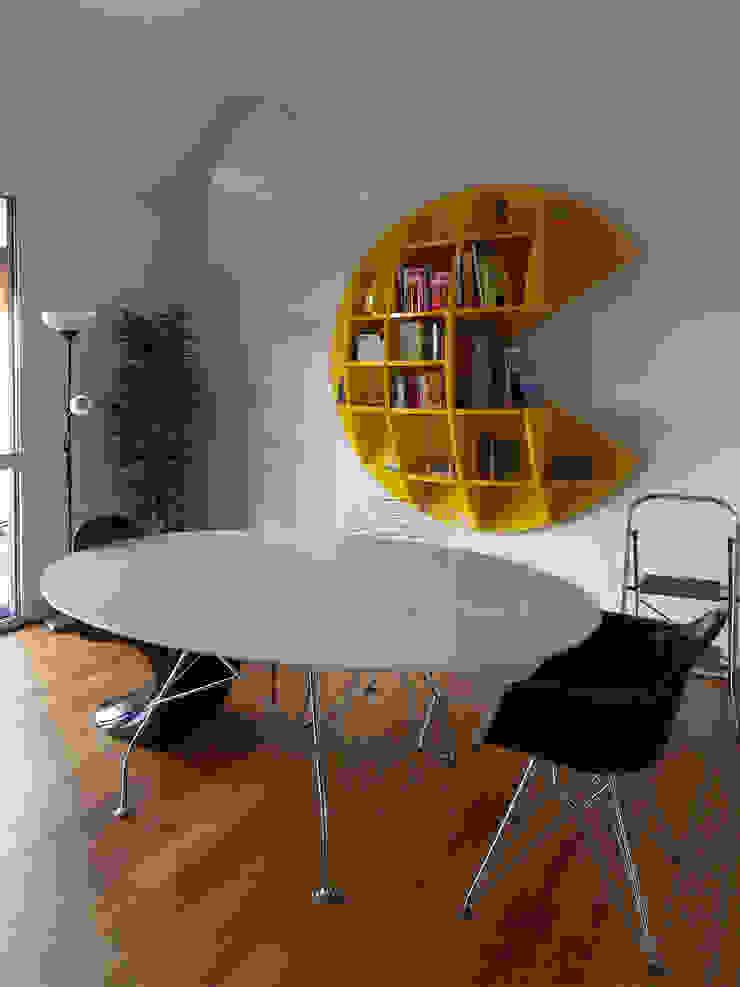 Particolare tavolo da pranzo Sala da pranzo minimalista di gk architetti (Carlo Andrea Gorelli+Keiko Kondo) Minimalista