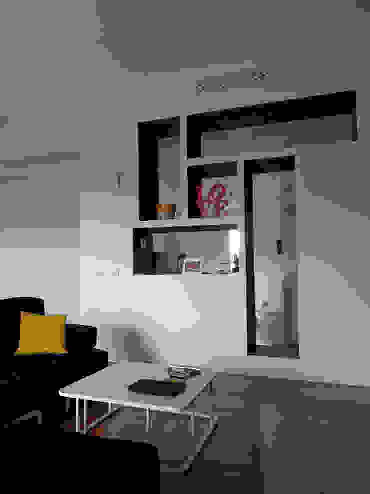 Soggiorno particolare mobile ingresso Soggiorno minimalista di gk architetti (Carlo Andrea Gorelli+Keiko Kondo) Minimalista