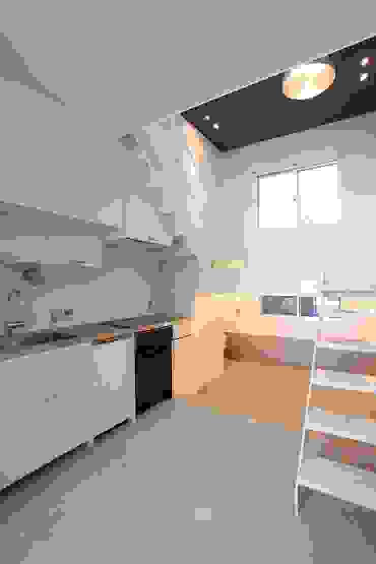 マルコビッチな家 オリジナルデザインの キッチン の SASAKI YOSHIKI ARCHITECTS STUDIO オリジナル
