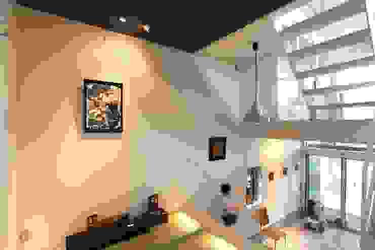 マルコビッチな家 オリジナルスタイルの 玄関&廊下&階段 の SASAKI YOSHIKI ARCHITECTS STUDIO オリジナル