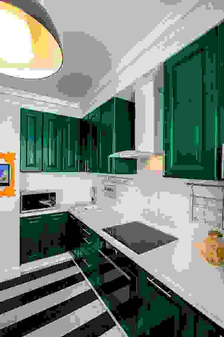 До и после ремонта: 12-метровая кухня в эпатажном стиле Кухня в классическом стиле от Сделано со вкусом на ТНТ Классический