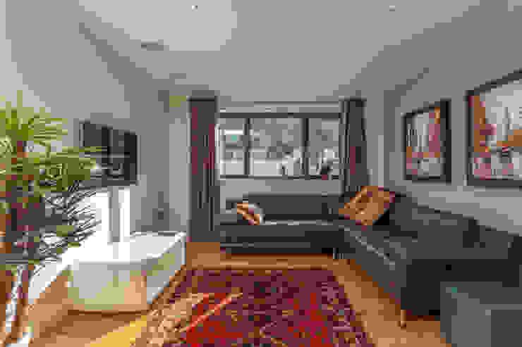 4 Farrar Lane Modern living room by Studio J Architects Ltd Modern