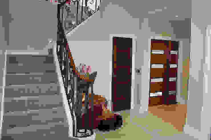 Alwoodley Lane Modern corridor, hallway & stairs by Studio J Architects Ltd Modern