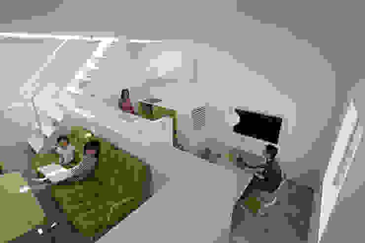 内観-リビングから全体を見る モダンデザインの ダイニング の アソトシヒロデザインオフィス/Toshihiro ASO Design Office モダン