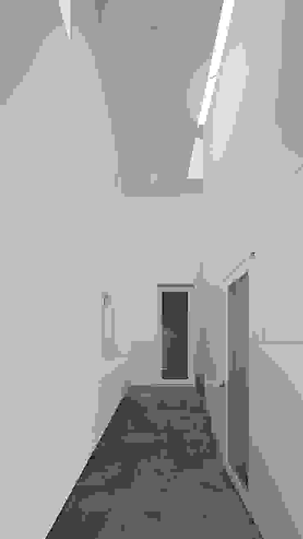 内観-玄関 モダンスタイルの 玄関&廊下&階段 の アソトシヒロデザインオフィス/Toshihiro ASO Design Office モダン