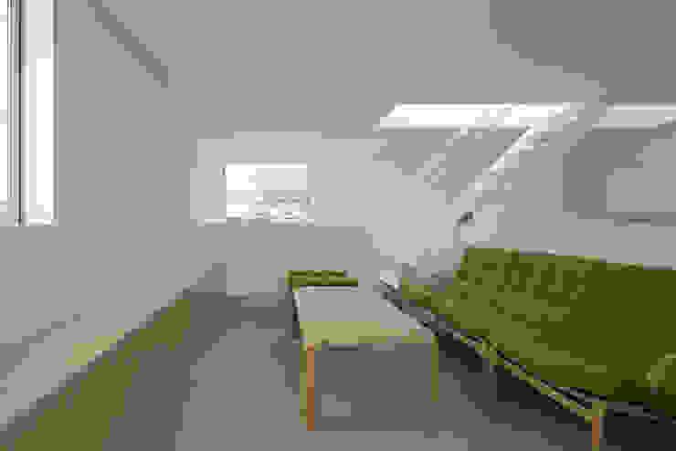 内観-リビング モダンデザインの リビング の アソトシヒロデザインオフィス/Toshihiro ASO Design Office モダン