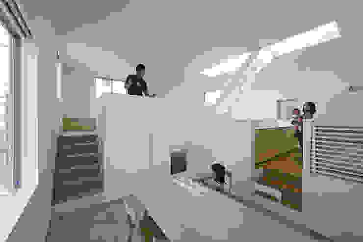 内観-ダイニングから全体を見る モダンデザインの ダイニング の アソトシヒロデザインオフィス/Toshihiro ASO Design Office モダン