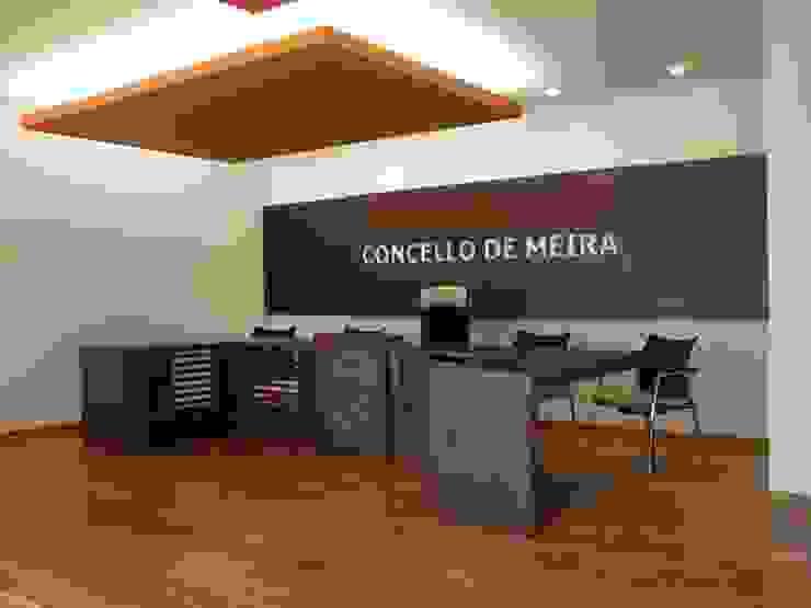 Casa consistorial de Meira Edificios de oficinas de estilo ecléctico de Liquen Ecléctico