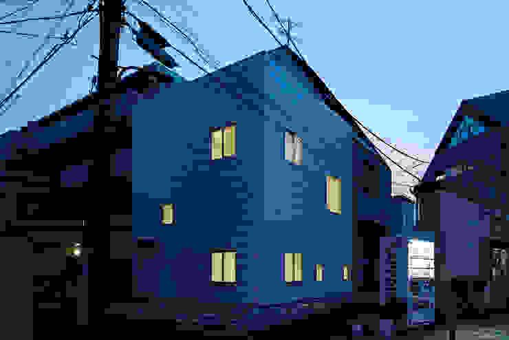 外観-夕景 モダンな 家 の アソトシヒロデザインオフィス/Toshihiro ASO Design Office モダン