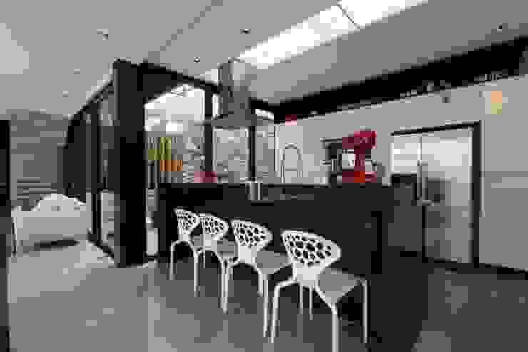 Кухни в . Автор – ZAAV Arquitetura,