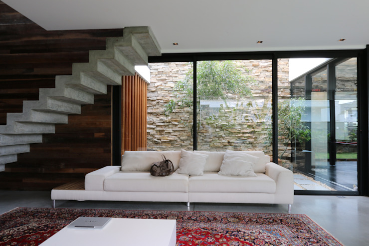 Living room by ZAAV Arquitetura,