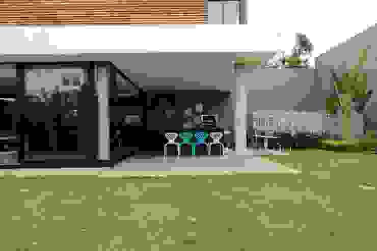 ZAAV-Casa-Interiores-1342 Varandas, alpendres e terraços minimalistas por ZAAV Arquitetura Minimalista