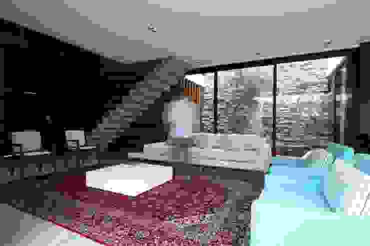 Livings de estilo minimalista de ZAAV Arquitetura Minimalista